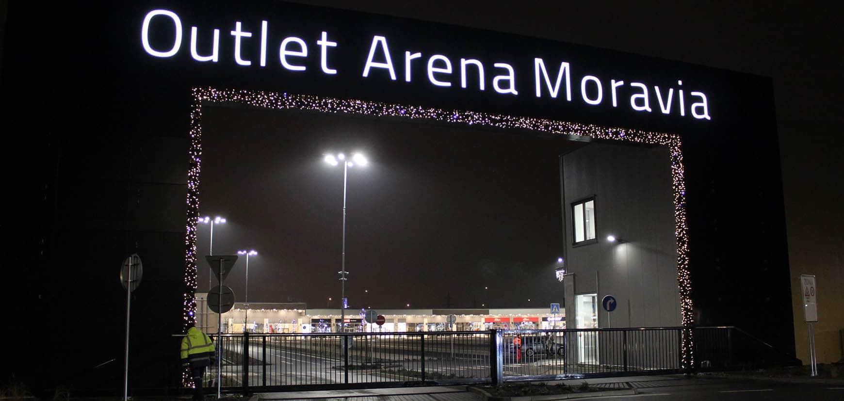 outlet-arena-moravia-slide-2